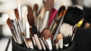 This Is The Best (And Easiest!) Way To Clean Your Makeup Brushes